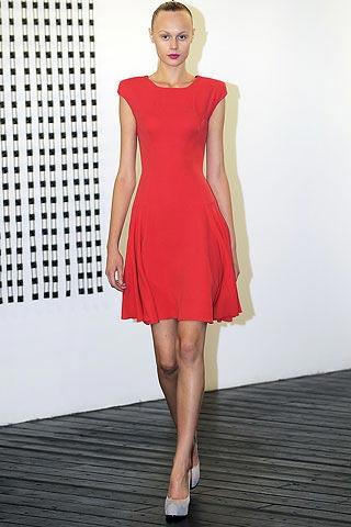 маленькое красное платье от Victoria Beckham