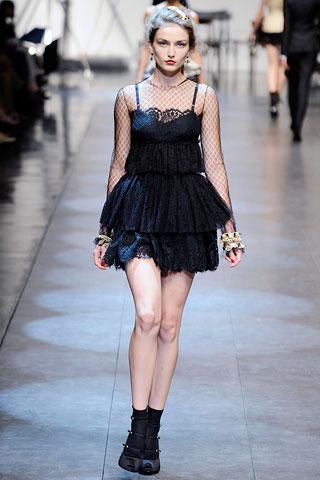 Маленькое черное платье  от Dolce & Gabbana весна-лето 2010