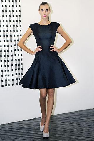 Маленькое черное платье от  Victoria Beckham