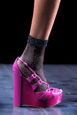 ярко розовые босоножки от Christian Dior