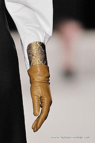 классические бежевые перчатки