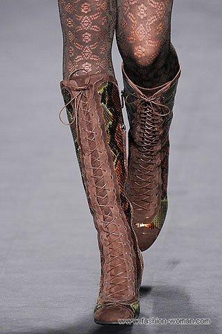 Модные сапоги на шнуровке