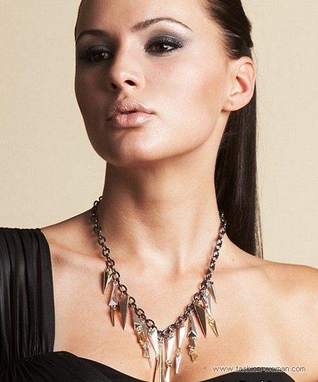 модное ожерелье от Kim Kardashian