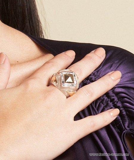 модное кольцо от Kim Kardashian