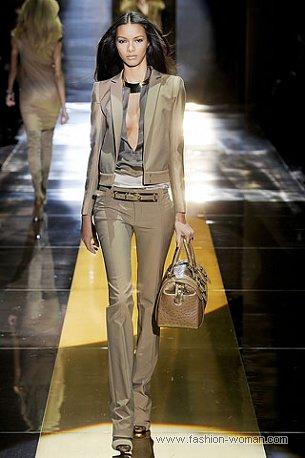 Бежевый брючный костюм от Gucci
