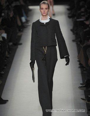 Черный костюм от Yves Saint Laurent