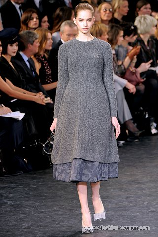 Трикотажное платье от Луи Витон