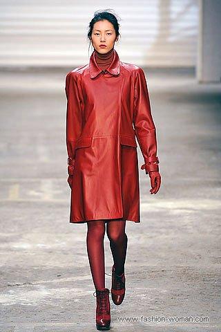 красный кожаный плащ осень 2010