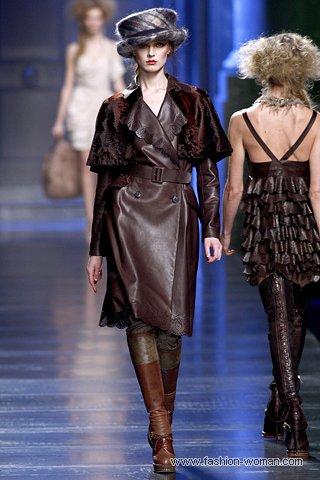 коричневый кожаный плащ от Christian Dior