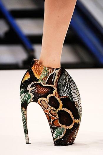необычная обувь от александра маккуина