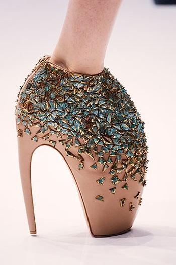 креативная обувь от маккуина