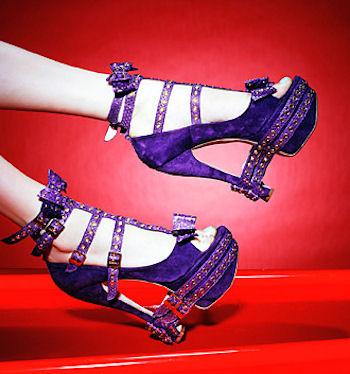 фиолетовые необычные босоножки