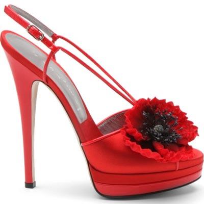 красные туфли от  Casadei