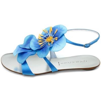голубые сандалии с цветком