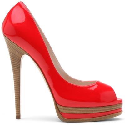 красные лаковые туфли от  Casadei