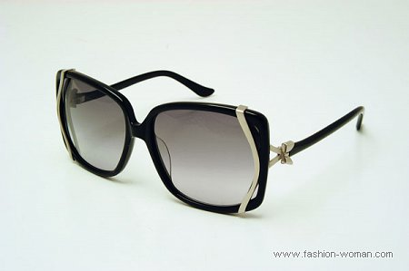 Модные солнцезащитные очки Moschino весна-лето 2011