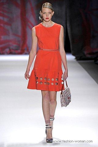 модное оранжевое платье