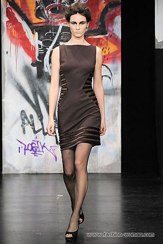Платье-футляр осень-зима 2010-2011