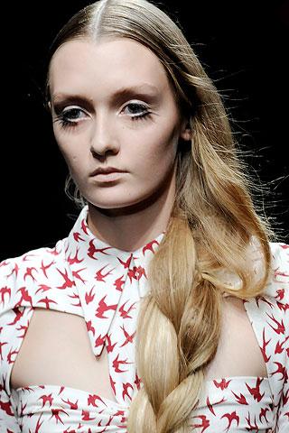 коса-модная прическа 2010