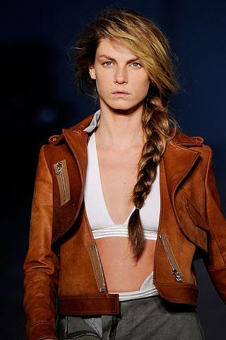 модная прическа для длинных волос-коса
