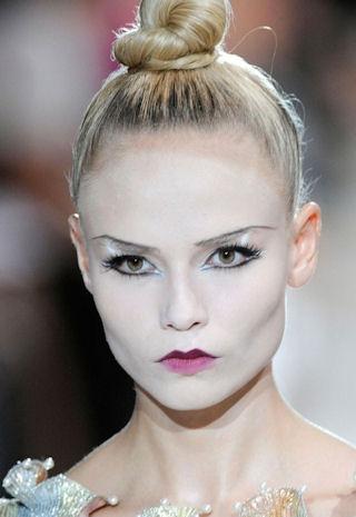 пучок-модная прическа 2010