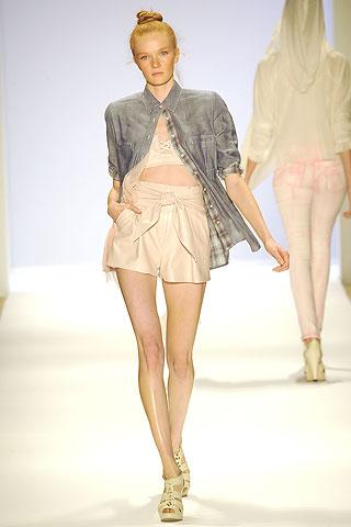 шорты с высоко талией от Charlotte Ronson