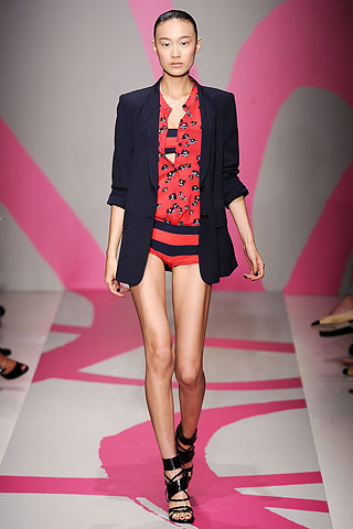 шорты в полоску от DKNY