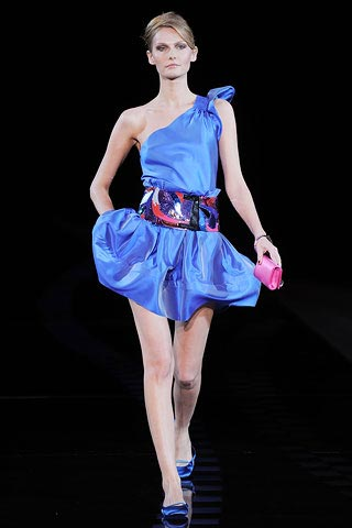 синее платье с ассиметрией