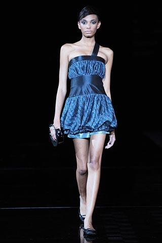 синее платье от Армани