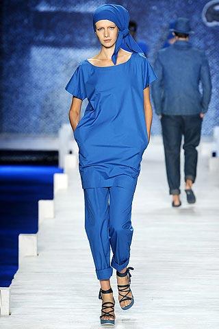 синий наряд от Лакосте