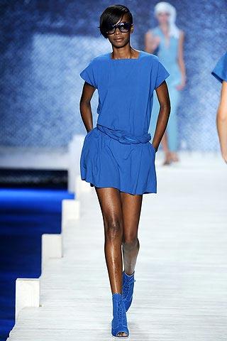 синее платье от Лакосте
