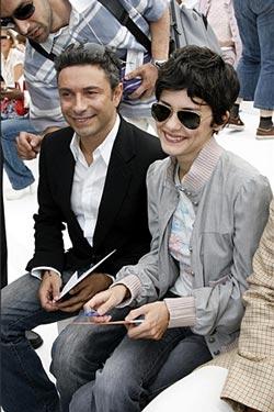 Audrey Tautou в джинсах и курточке