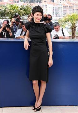 Audrey Tautou в строгом черном платье
