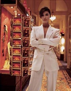 Audrey Tautou в белом брючном костюме