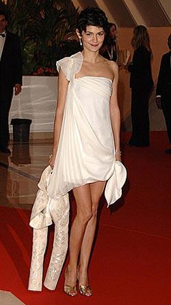 Audrey Tautou в коротком белом платье