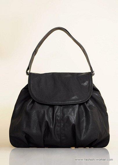 Черная сумка с одной короткой ручкой