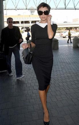 Виктория Бекхэм с маленькой сумочкой