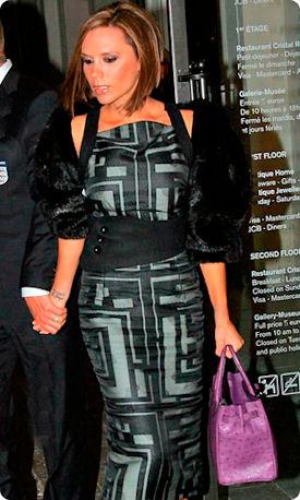 Виктории Бекхэм с сумкой Birkin от Hermes