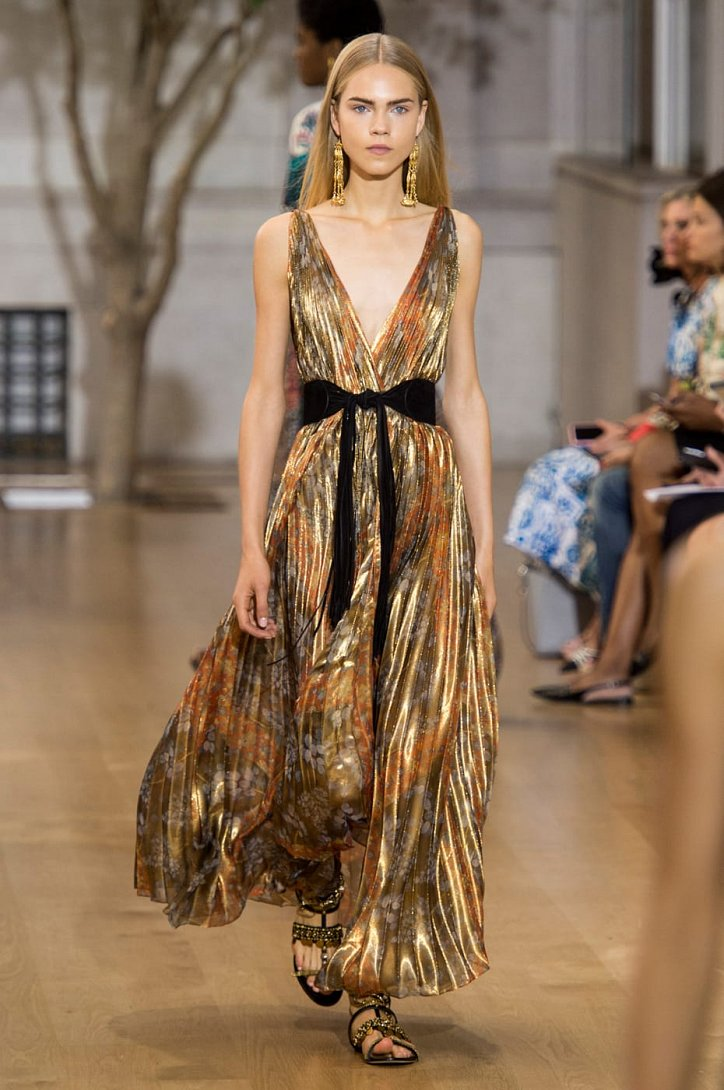 30 лучших платьев из коллекций весна-лето 2017 фото №15