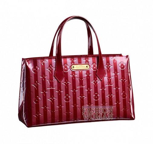 Малиновая сумка от Louis Vuitton