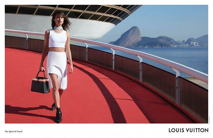 Алисия Викандер в рекламной кампании круизной коллекции Louis Vuitton фото №9