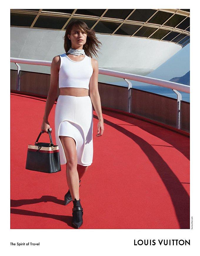 Алисия Викандер в рекламной кампании круизной коллекции Louis Vuitton фото №1