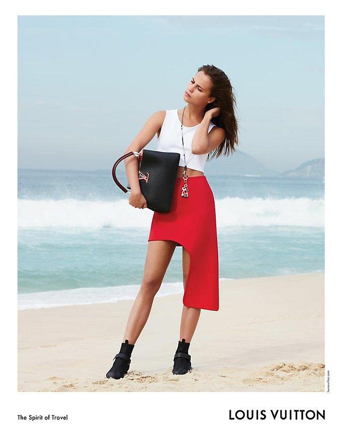 Алисия Викандер в рекламной кампании круизной коллекции Louis Vuitton фото №5