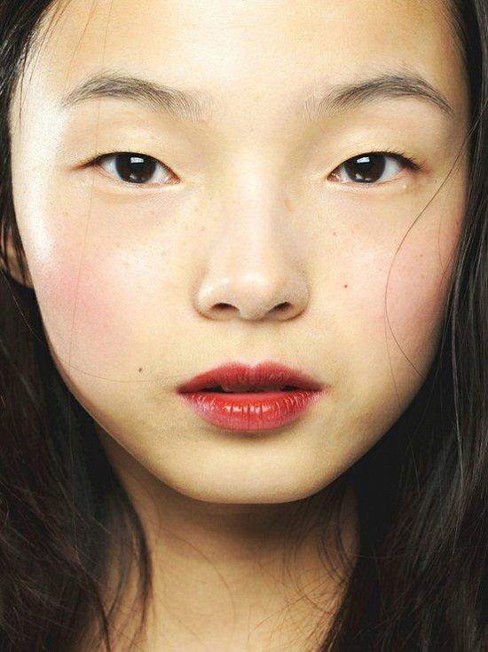 Бордовая помада - beauty-тренд сезона фото №16