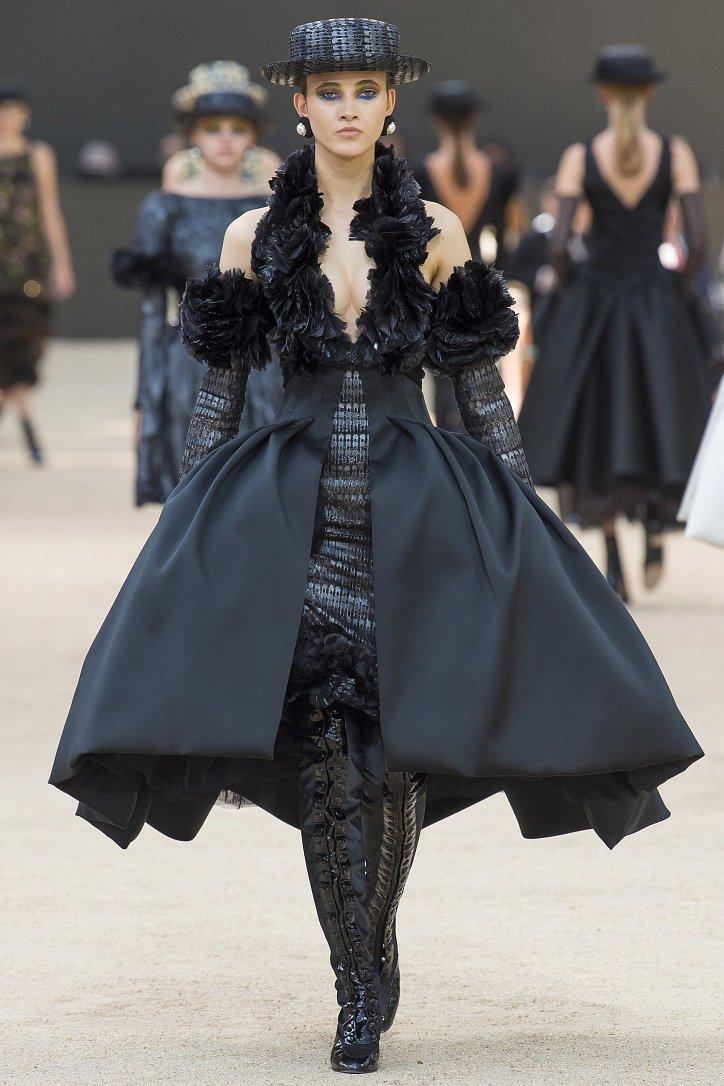 Коллекция Chanel Haute Couture осень-зима 2017-2018 фото №55