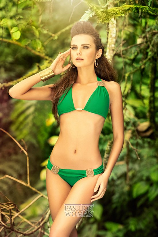 зеленый купальник