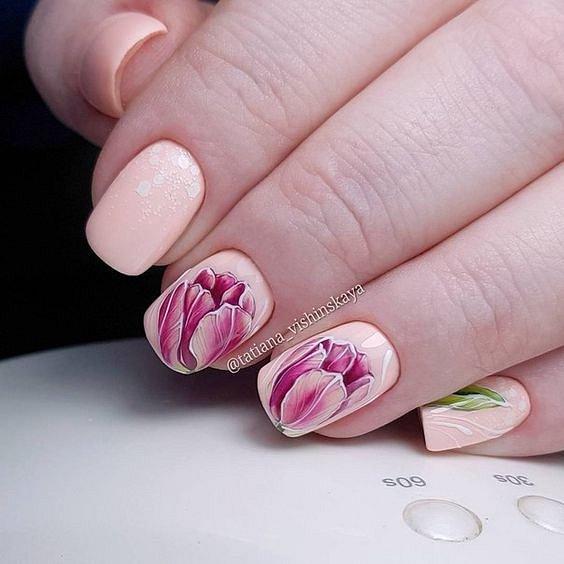 Maniküre mit Blumen: Ideen von Zeichnungen auf den Nägeln Foto №47