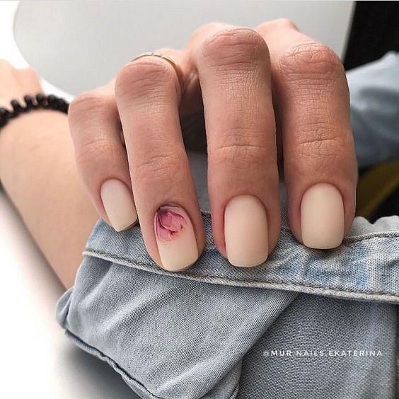 Маникюрс цветами: идеи рисунков на ногтях фото №75