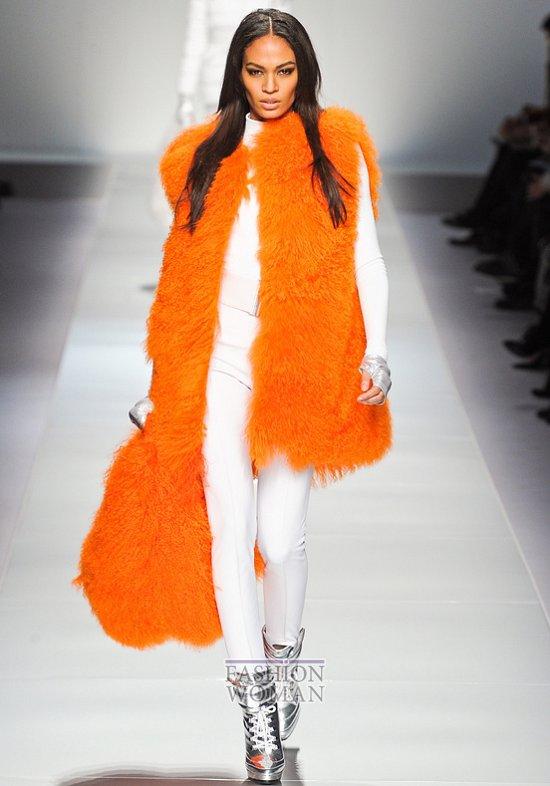 оранжевый меховой жилет
