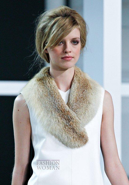 Меховой воротник - модный тренд сезона фото №2